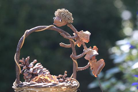不思議な動物(木の実工作)1827^.jpg
